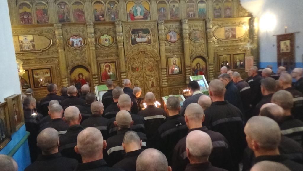 Молебен в храме